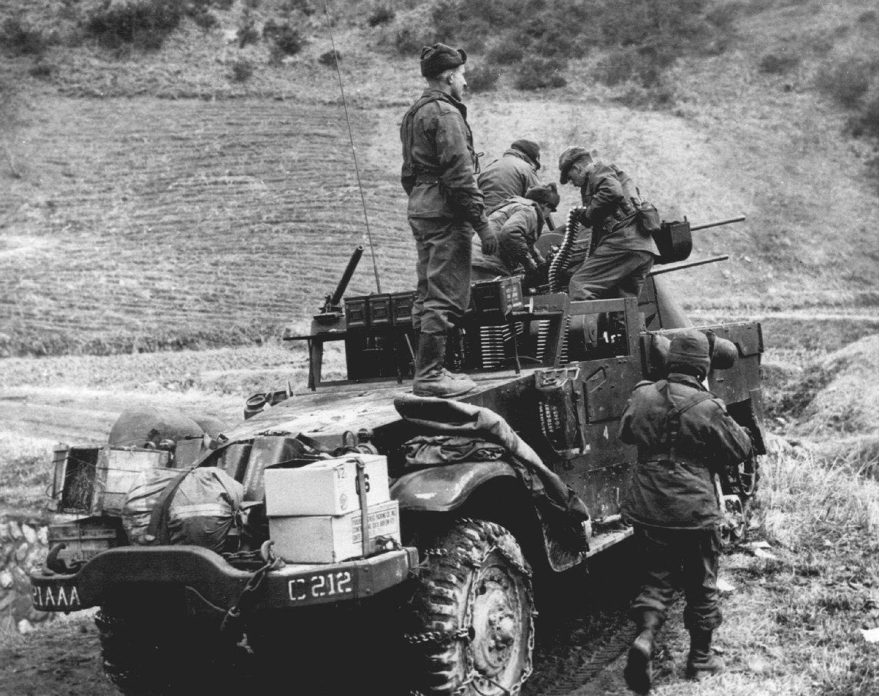 US_Army_M16_MGMC_AA_Half-track