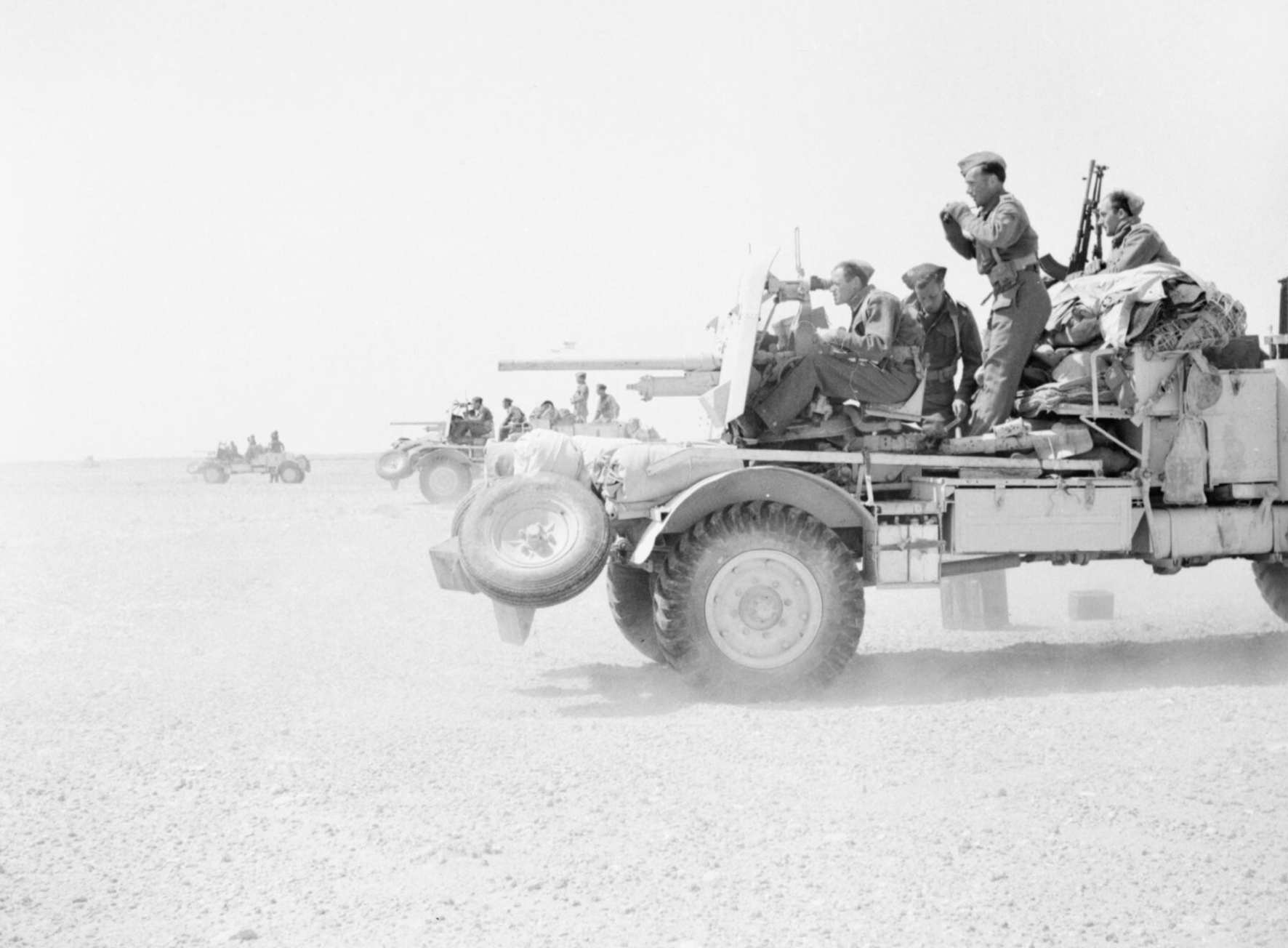 Lorry-mounted 2-pdr anti-tank guns on a practice shoot in the Western Desert, 3 May 1942 - iwm E 11223