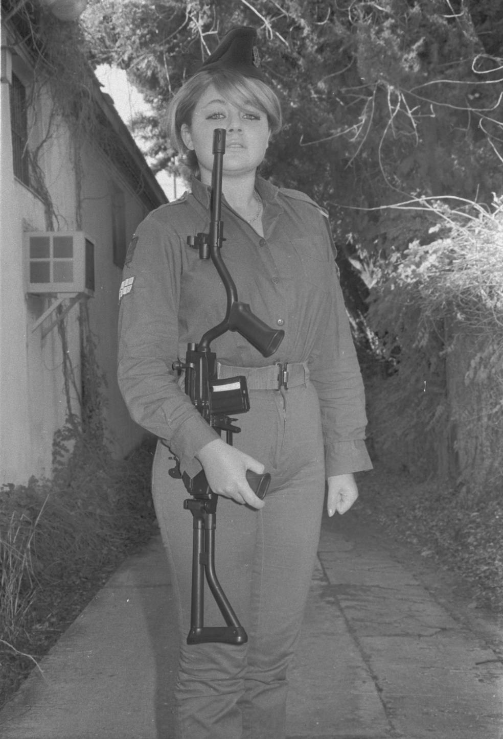 Female IDF Soldier with Galil c