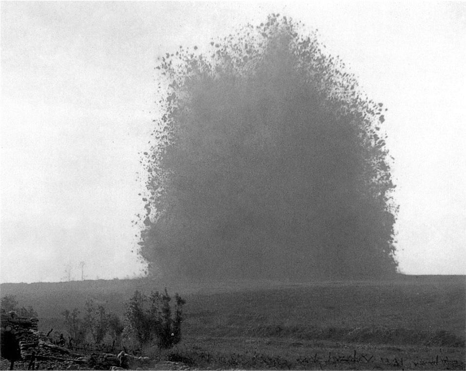 Hawthorn_Ridge_Redoubt_mine_(1_July_1916)_1